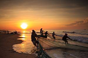 Bilder Küste Morgendämmerung und Sonnenuntergang Asiatisches Wasserwelle Fischerei Arbeit