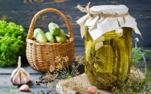 Fotos Gurke Dill Knoblauch Einweckglas Weidenkorb das Essen