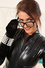 Fotos Demi J Only  Braunhaarige Starren Brille Lächeln Hand Handschuh Latex