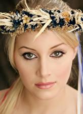 Bilder Gesicht Blondine Kranz Starren junge frau