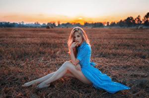 Bilder Felder Bein Sitzend Blond Mädchen Kleid Model Pose Kirill Kuzichev junge frau
