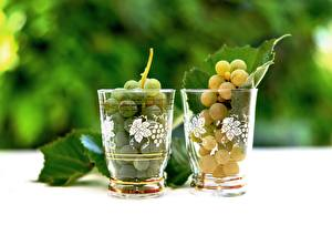 Picture Grapes Blurred background Highball glass Foliage Two Food