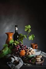 Bilder Weintraube Stillleben Flaschen Krüge Blatt Lebensmittel