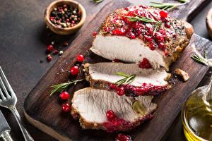 Bilder Fleischwaren Meertrübeli Schwarzer Pfeffer Schneidebrett Stück Lebensmittel