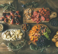 Image Sausage Ham Butterbrot Grapes Cheese Ficus carica Peaches Olive Cutting board Sliced food Food