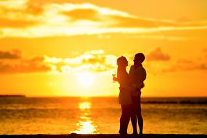 Wallpapers Sunrises and sunsets Couples in love Man Two Hugs Stemware Girls