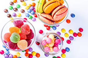 Hintergrundbilder Süßigkeiten Marmelade Bonbon Dragee Weißer hintergrund Macaron
