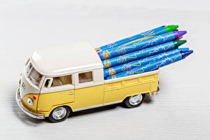 Bureaubladachtergronden Speelgoed Volkswagen Potlood MPV automobiel