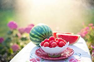 Fotos Wassermelonen Unscharfer Hintergrund Kugeln Schüssel Lebensmittel
