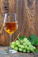 Bilder Wein Trauben Bretter Mauer Weinglas