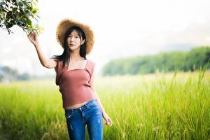 Hintergrundbilder Asiatisches Pose Jeans Unterhemd Der Hut Bokeh Brünette junge frau