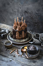 Pictures Cakes Chocolate Candles Wood planks Design Food
