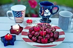 Bilder Kirsche Kerzen Feuer Becher Teller Stern-Dekoration Bokeh US Lebensmittel