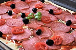 Hintergrundbilder Hautnah Pizza Wurst Oliven Tomaten Geschnittenes
