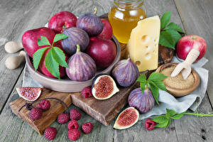 Photo Common fig Cheese Apples Raspberry Cutting board