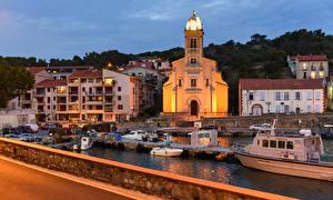 Fotos Frankreich Gebäude Schiffsanleger Motorboot Abend Port-Vendres Städte
