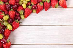 Fotos Obst Beere Erdbeeren Kirsche Weintraube Bretter Vorlage Grußkarte das Essen