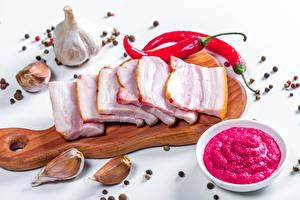Fotos Knoblauch Schwarzer Pfeffer Chili Pfeffer Schneidebrett Salo - Lebensmittel Geschnittene
