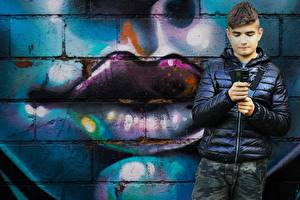 Bilder Graffiti Lippe Wände Junge Jacke kind