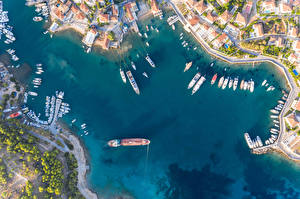 Hintergrundbilder Griechenland Gebäude Fluss Seebrücke Binnenschiff Yacht Von oben Spetses Städte