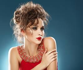 Fotos Frisuren Make Up Model junge frau