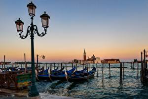 Bilder Italien Boot Morgendämmerung und Sonnenuntergang Venedig Straßenlaterne Städte