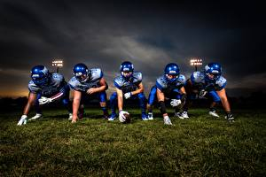 Fotos Mann American Football Gras Helm Uniform Handschuh Sport