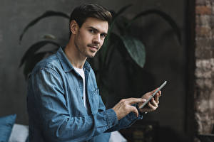 Hintergrundbilder Mann Finger Starren Smartphone