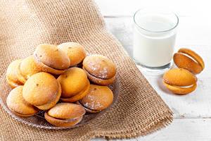 Bilder Milch Kekse Puderzucker Trinkglas