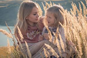 Fonds d'écran Mère Épis Deux Petites filles Châtain clair enfant Filles