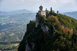 Hintergrundbilder Republik San Marino Burg Felsen Türme De La Fratta or Chesta, mount Titano Städte