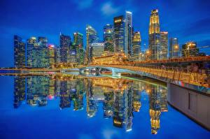 Hintergrundbilder Singapur Gebäude Wolkenkratzer Brücke Nacht Bucht Spiegelt Marina Bay, Jubilee Bridge, Singapore Financial District Städte