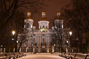 Fotos Sankt Petersburg Russland Winter Kathedrale Nacht Bank (Möbel) Schnee Bäume St. Nicholas Naval Cathedral Städte