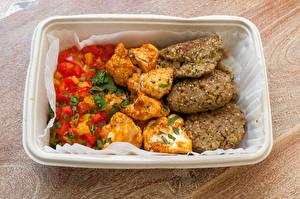 Bilder Die zweite Gerichten Fleischwaren Gemüse Frikadelle Reis Bretter Lebensmittel