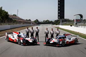 Desktop hintergrundbilder Toyota Formula 1 Fahrzeugtuning Mann 2 2019 TS050 Hybrid Autos Sport