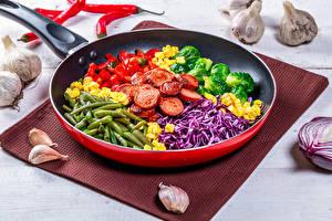 Fotos Gemüse Knoblauch Frankfurter Würstel Pfanne Geschnitten