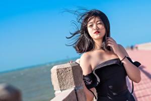 Fotos Asiatisches Wind Pose Haar Brünette Nett junge frau