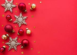 Hintergrundbilder Neujahr Roter Hintergrund Stern-Dekoration Kugeln Schneeflocken Vorlage Grußkarte
