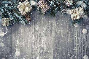 Bilder Neujahr Vorlage Grußkarte Geschenke Bretter Schneeflocken