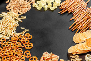 Bilder Fast food Kartoffelchips salted sticks, pretzels