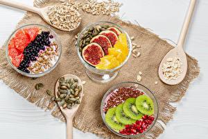 Fotos Obst Nachtisch Beere Joghurt Löffel Getreide Geschnitten