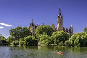 Bilder Deutschland Burg Fluss Bäume Schwerin Castle