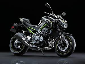 Fotos & Bilder Kawasaki Schwarzer Hintergrund Seitlich 2017-19 Z900 Worldwide Motorrad