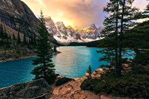 Desktop hintergrundbilder Gebirge See Kanada Landschaftsfotografie Park Bäume Banff Alberta, Moraine Lake Natur