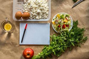 Hintergrundbilder Topfen Weißkäse Quark Hüttenkäse Gemüse Salat Dill Zitrone Äpfel Notizblock Kugelschreiber Ei Becher