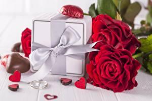 Hintergrundbilder Rosen Valentinstag Bonbon Geschenke Schleife Ring Herz Blumen