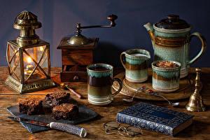 Bilder Stillleben Kerzen Flötenkessel Kaffee Messer Kaffeemühle Bretter Bücher Buch Brille Lebensmittel