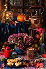 Bilder Stillleben Flötenkessel Kürbisse Kerzen Blumensträuße Fleischwaren Zimt Becher Lebensmittel