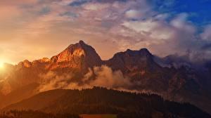 Hintergrundbilder Morgendämmerung und Sonnenuntergang Wald Gebirge Landschaftsfotografie Nebel