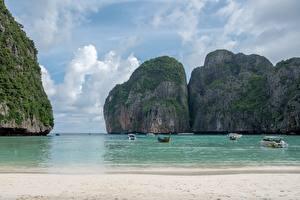 Sfondi desktop Thailandia Isola Barche Motoscafo Mare Falesia Spiaggia Baia Ko Phi Phi Le Natura
